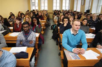 Informatîvâ sapulce Latvijas Universitâtes apmaiòas studentiem.